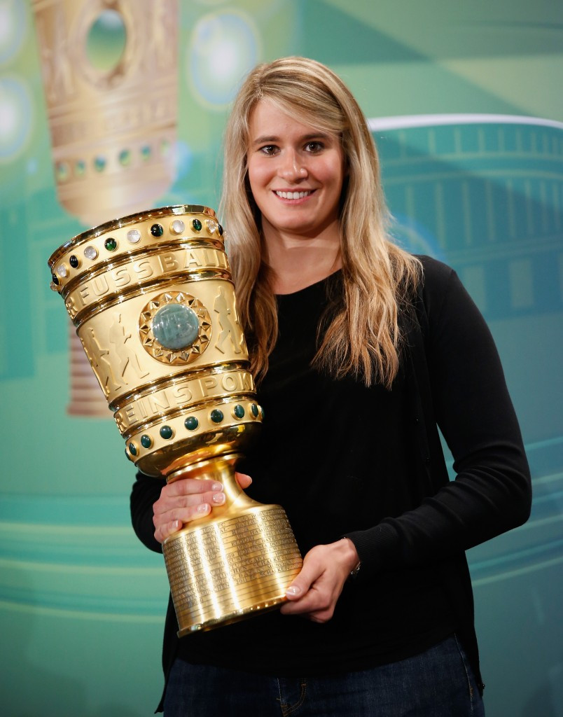 Luge champion Geisenberger given German cup final honour