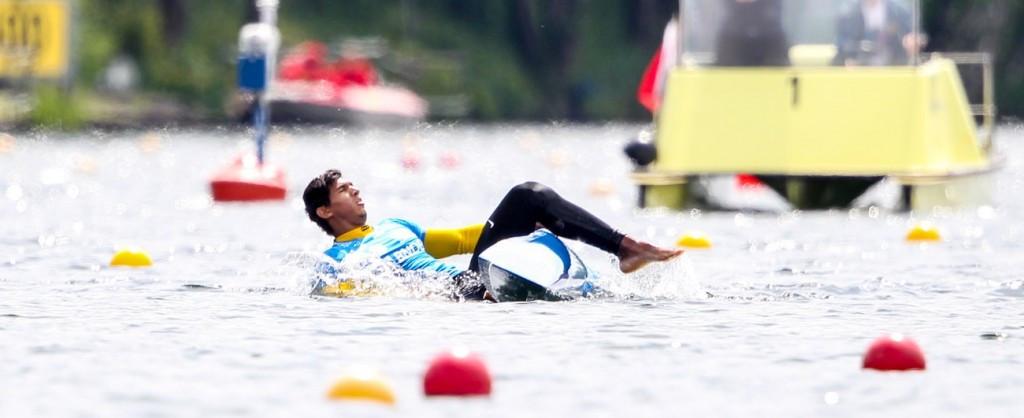 Brendel continues unbeaten streak as Brazilian rival falls in water at ICF Canoe Sprint World Cup