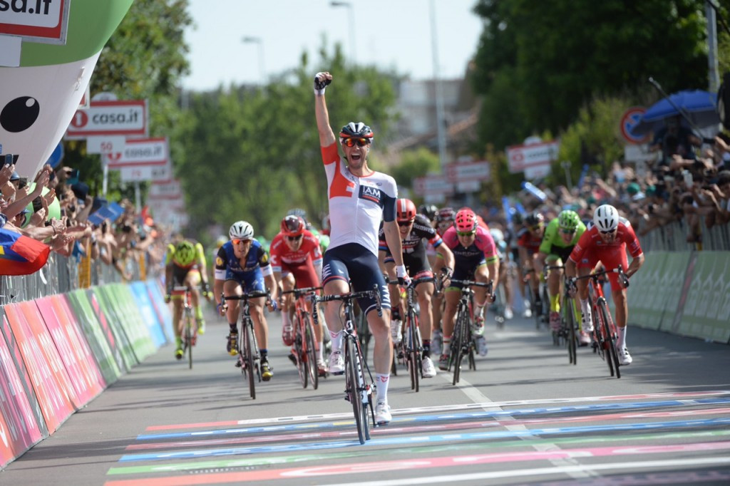 Kluge escapes in final kilometre to claim Giro d'Italia stage win