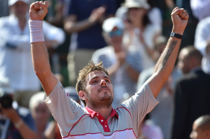 Wawrinka reaches French Open final as Djokovic's last four clash with Murray is suspended