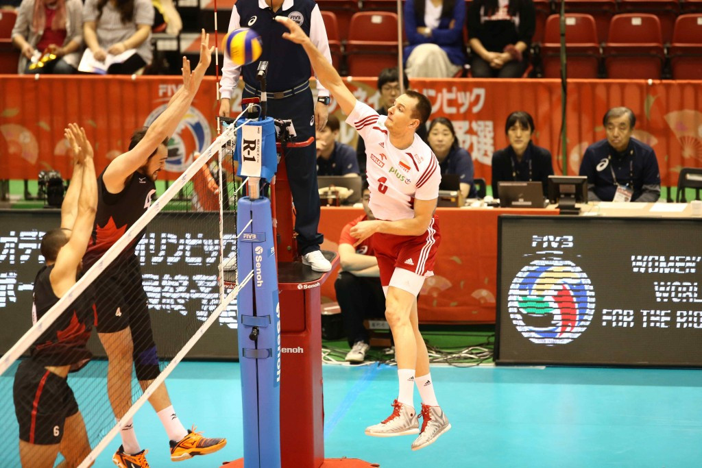 Poland were pushed all the way before edging Canada 3-2 ©FIVB