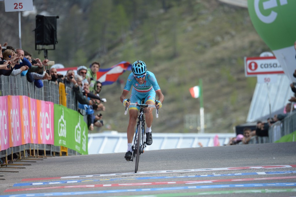 Nibali poised for second Giro d'Italia title after earning race lead