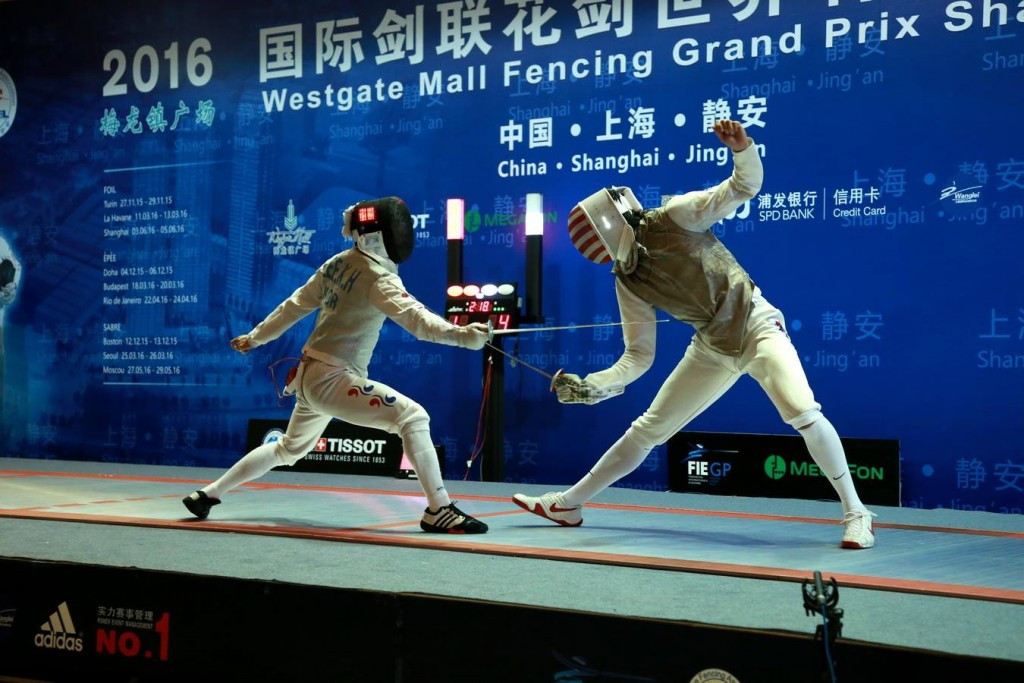 Alexander Massialas (right) claimed a straightforward victory in the gold medal contest ©Facebook/FIE