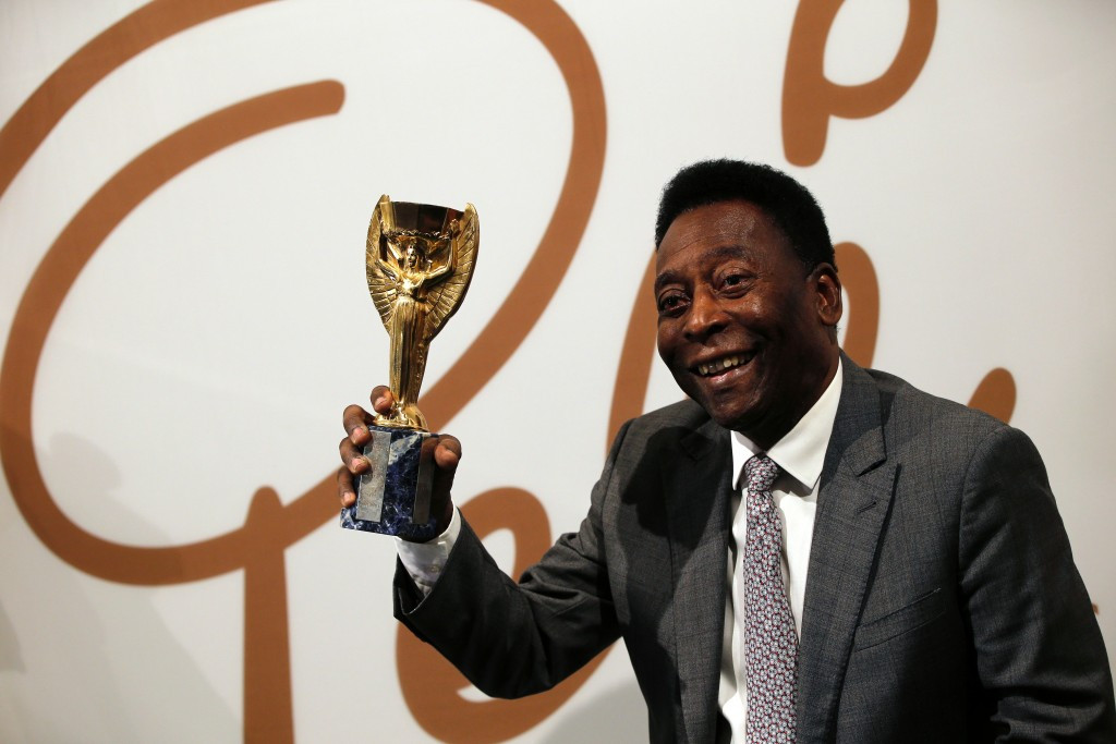 A special replica Jules Rimet trophy presented to Pelé has fetched £395,000 ($571,000/€505,000) at an auction ©Getty Images