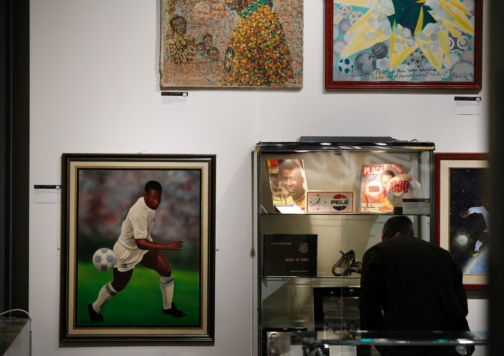The auction featured more than 2,000 items of Pelé's personal memorabilia