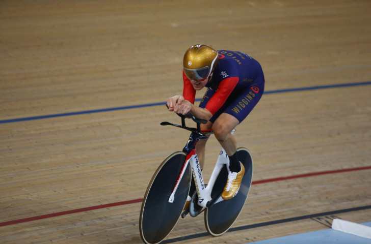 Sir Bradley Wiggins smashes world hour cycling record in London
