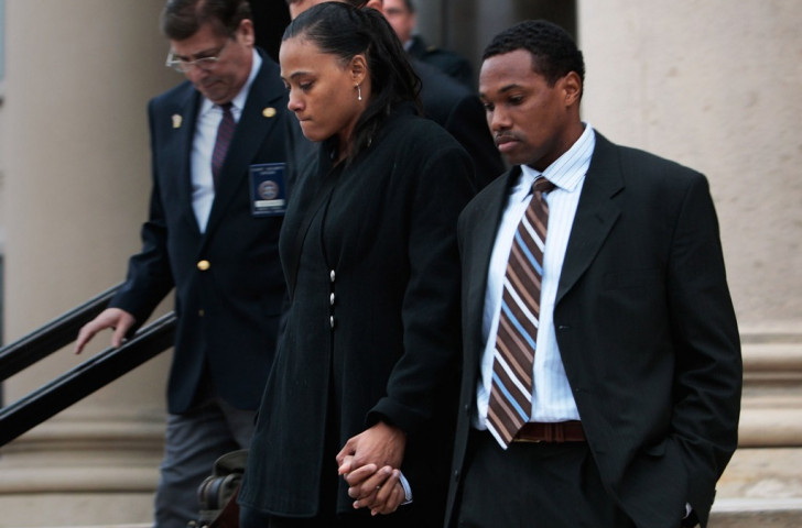 Marion Jones leaves court in 2008 with her husband Obadele Thompson after pleading guilty to lying about drug misuse and a cheque-cashing scheme ©Getty Images