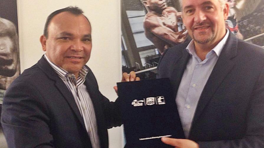 AIBA executive director Karim Bouzidi (right) and VBF President Fran Lopez penned the agreement ©AIBA