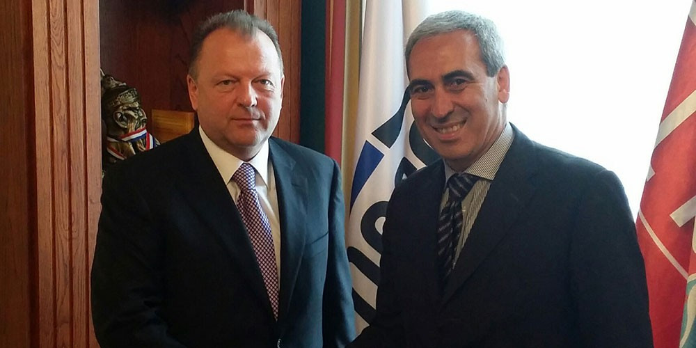 Raffaele Chiulli (right), pictured with former SportAccord head Marius Vizer, is a possible replacement candidate ©ARISF