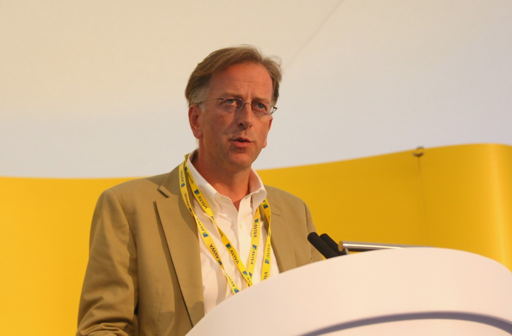 UK Athletics chairman Ed Warner warns Farah should part from Salazar following doping allegations