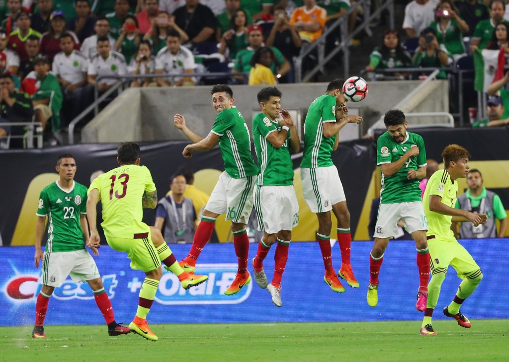 Mexico secure late draw to top Group C at Copa America Centenario