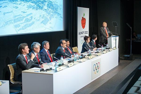 Andrey Kruyukov, Almaty 2022 vice-chairman, addressing the IOC during the presentation ©Almaty 2022