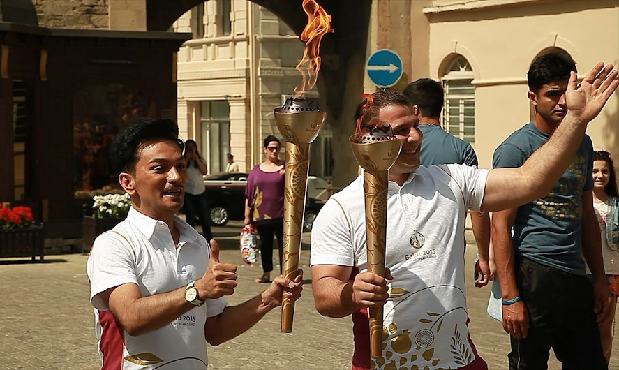 Olympic champions and Coordination Commission chief carry Baku 2015 Flame around Old City