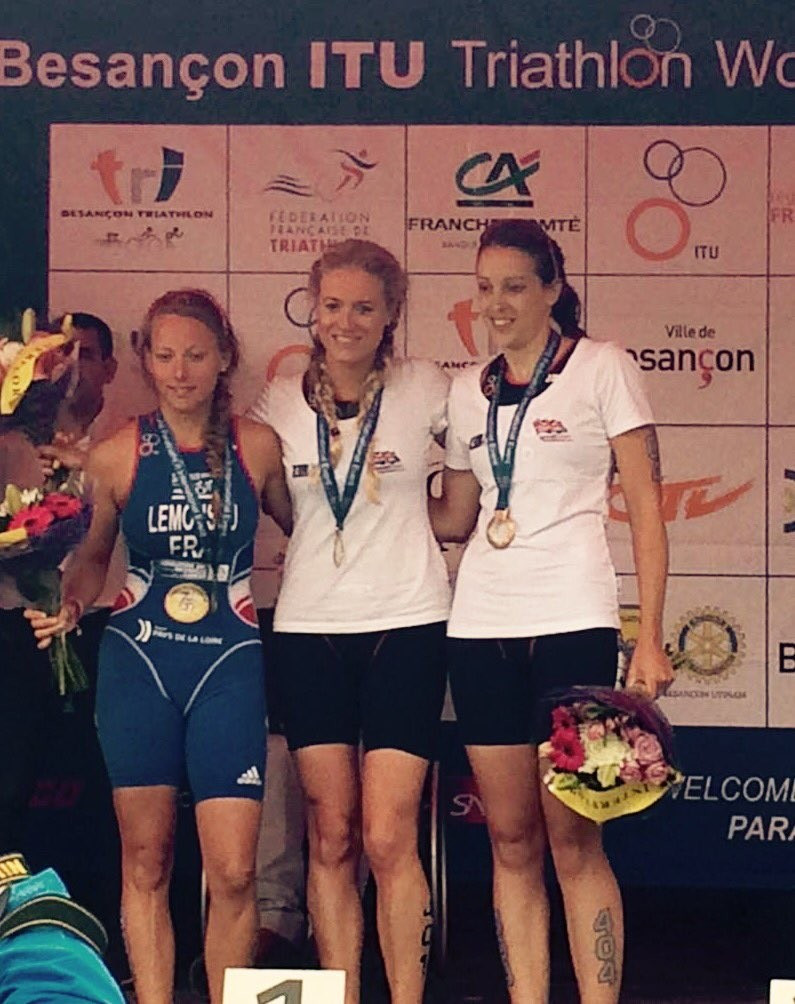 Faye McClelland (centre) claimed a British gold in the PT4 women's event ©Twitter