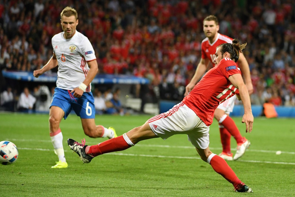 Wales pip England to top spot in Group B with victory over Russia at Euro 2016