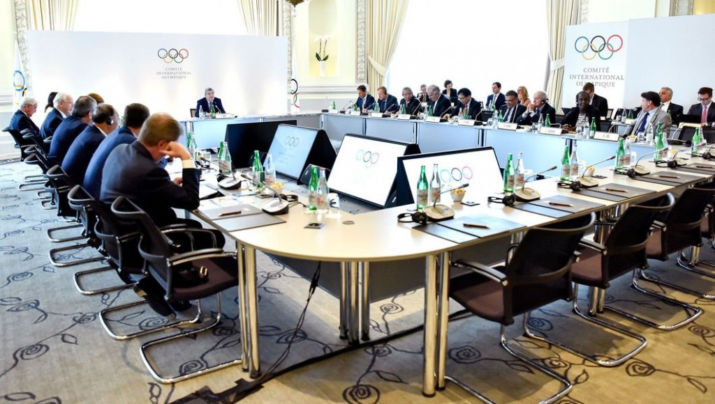 IOC and IAAF heading for clash over whether Russian athletics team members can compete under own flag at Rio 2016