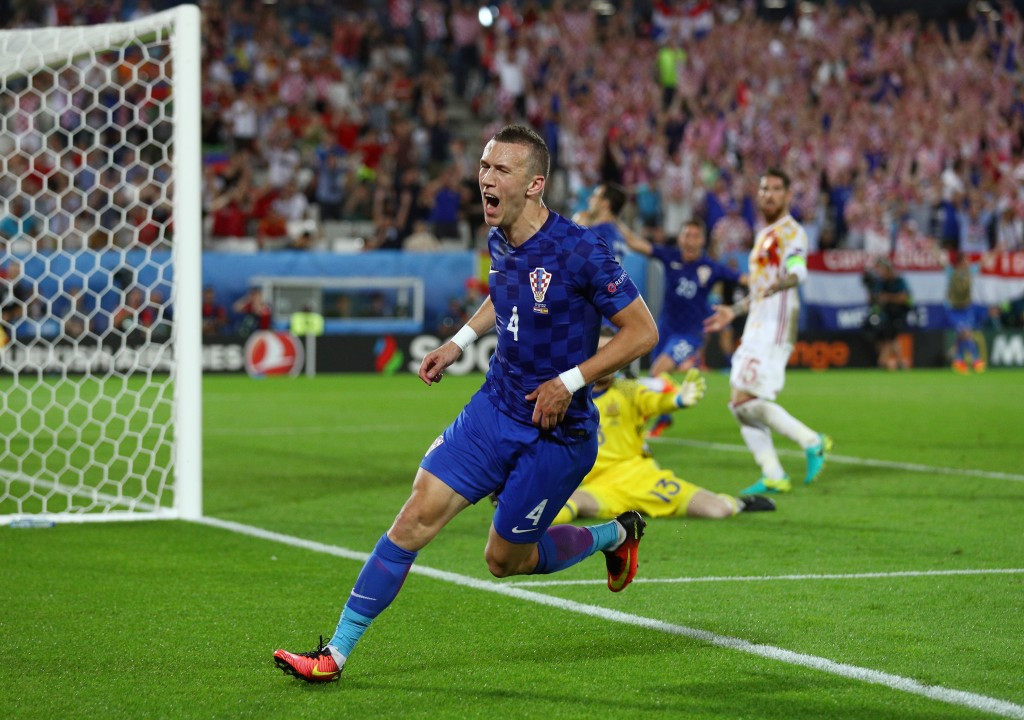 Spain to meet Italy in knock-out stage at Euro 2016 after finishing second in Group D