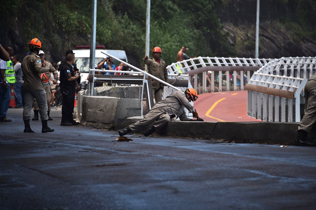 Rio de Janeiro cycle path should be rebuilt in time for Olympic Games after partial collapse