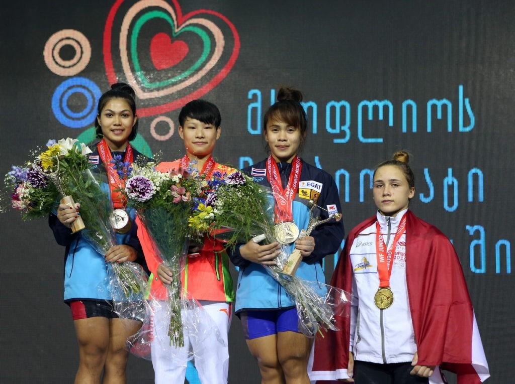 China's Linglong Yu won top honours in the women's 53kg ©IWF