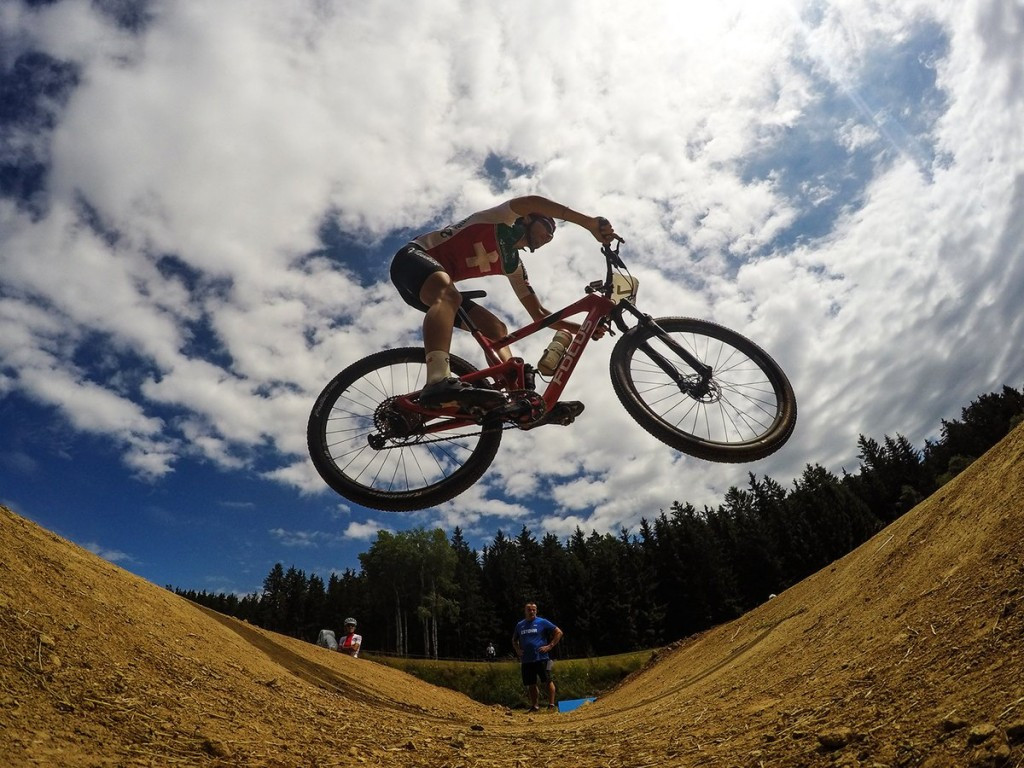 Indergand and Federspiel defend cross-country eliminator titles as UCI Mountain Bike World Championships begins