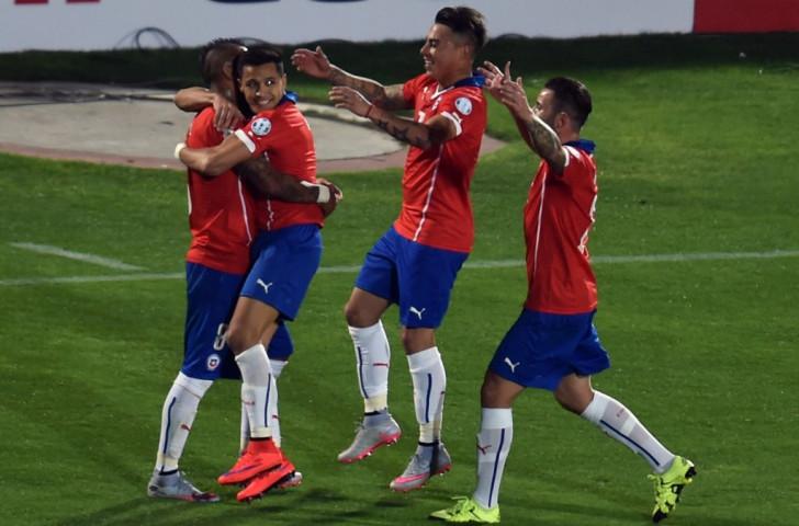 Chile open Copa América with home win over Ecuador