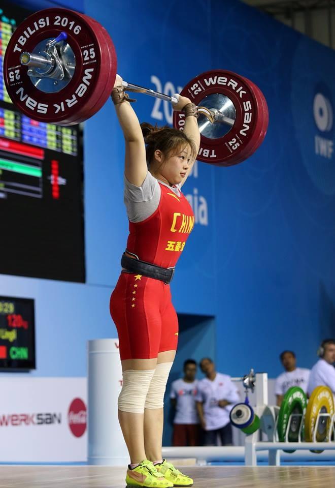 China's Lingli Ou won gold in the women's 58kg category ©IWF/Facebook