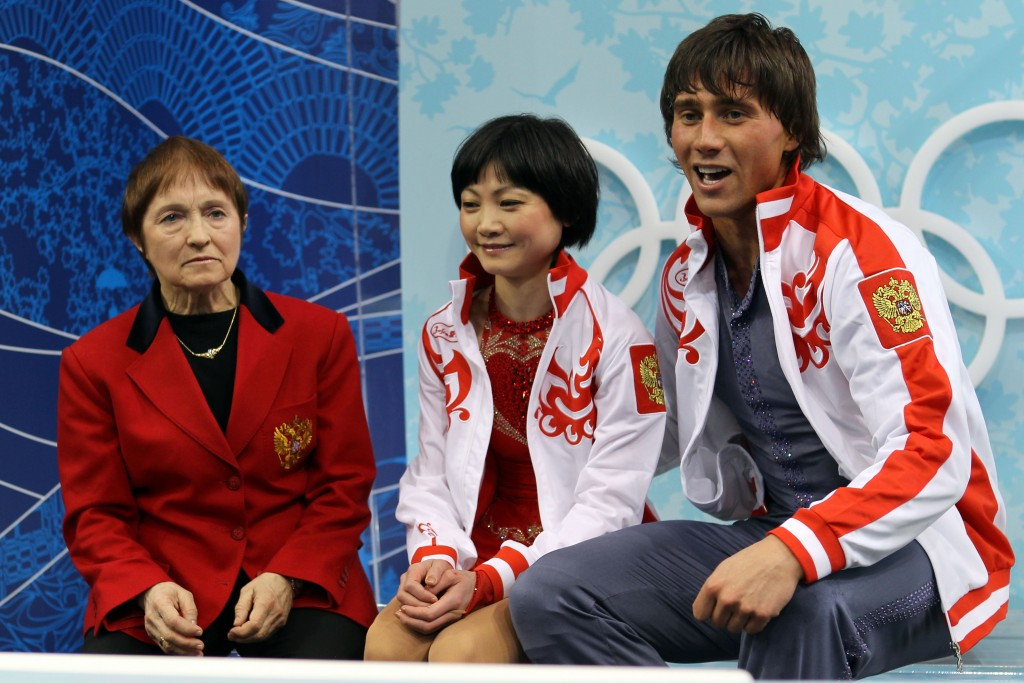 Tamara Moskvina alongside Russian pairs skaters Yuko Kavaguti and Alexander Smirnov during the Vancouver 2010 Winter Olympic Games ©Getty Images