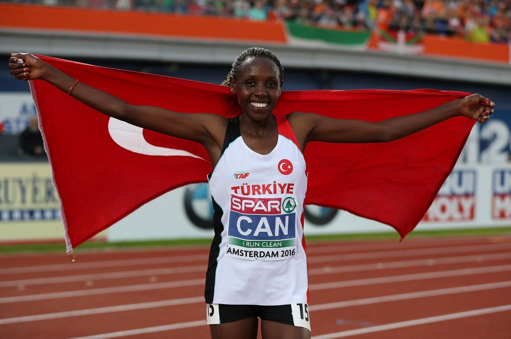 Yasemin Can, a Kenyan who switched nationality to Turkey in March, celebrates the completion of her 10,000/5000m double at the European Championships in Amsterdam ©Getty Images