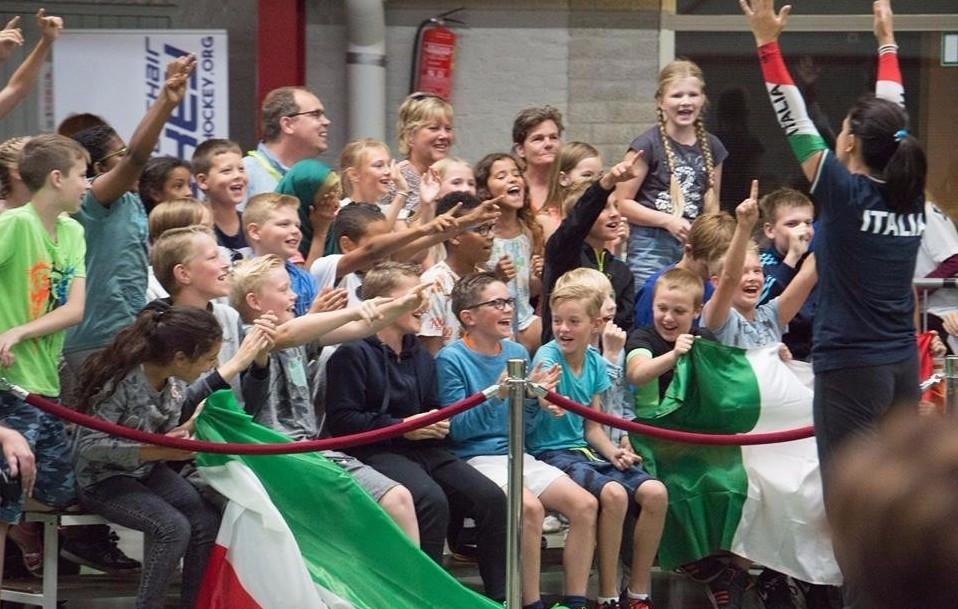 Schoolchildren attended today's action in De Rijp ©Facebook