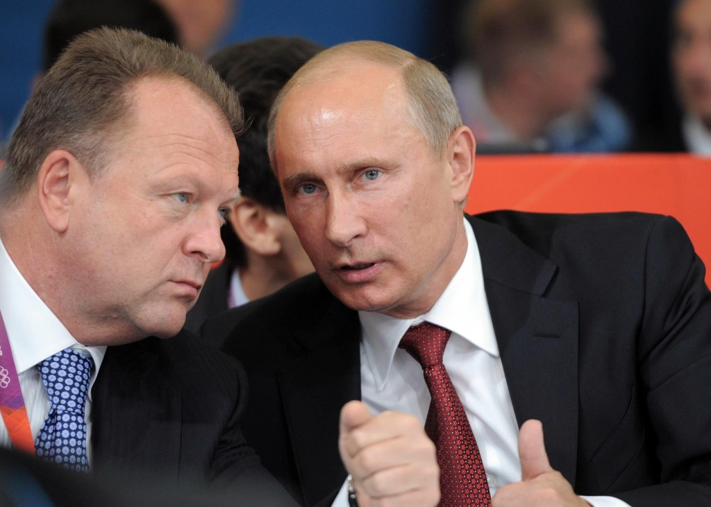 Marius Vizer, seen here with Russian President Vladimir Putin, has compared the Russian doping crisis which is engulfing sport to the Cold War ©Getty Images