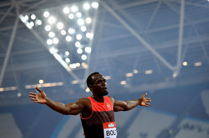 Usain Bolt acknowledges victory in London over 200m in what was his last race before the Rio 2016 Olympics ©Getty Images