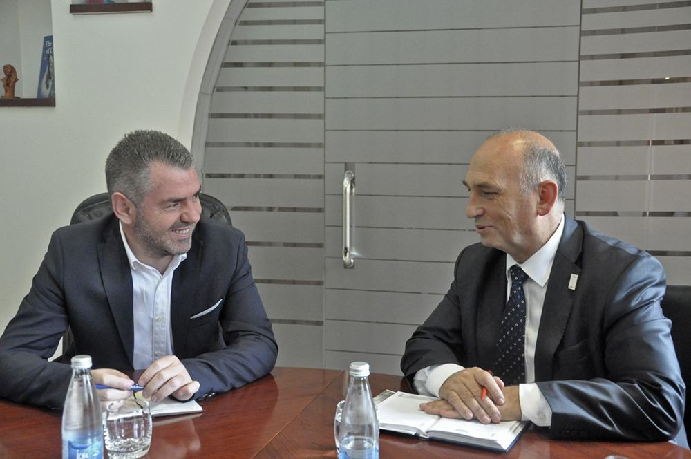 Kosovo's Minister of Culture, Youth and Sports Kujtim Shala (left) met the KOC President Besim Hasani to discuss their Rio 2016 preparations ©KOC