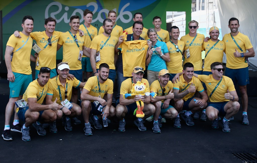 "Rio Mayor hands Australian team keys to the city after kangaroo comment ""misunderstanding"""