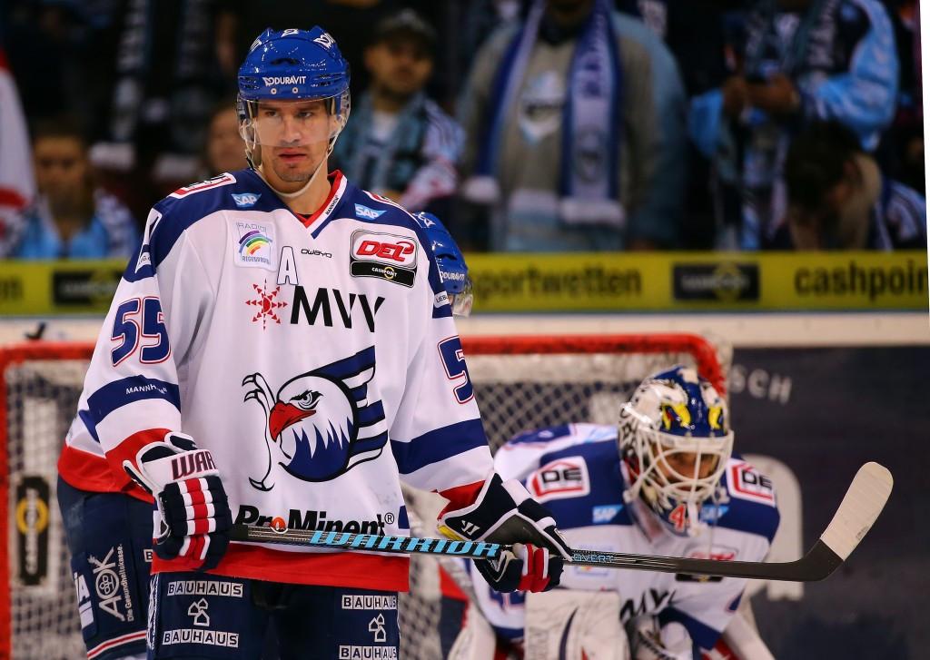 Triple Winter Olympian Hecht retires from ice hockey