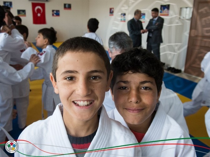 For several years, judo has helped young refugee children in the Kilis refugee camps in southern Turkey ©IJF
