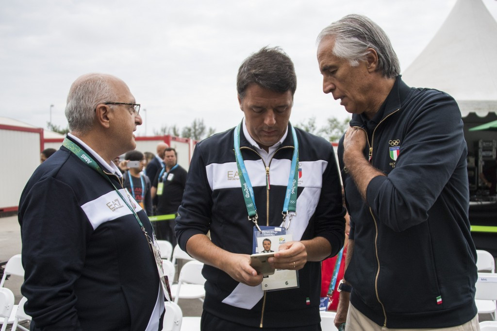 Matteo Renzi (centre) was flanked by CONI President Giovanni Malagó (right) among others ©Getty Images