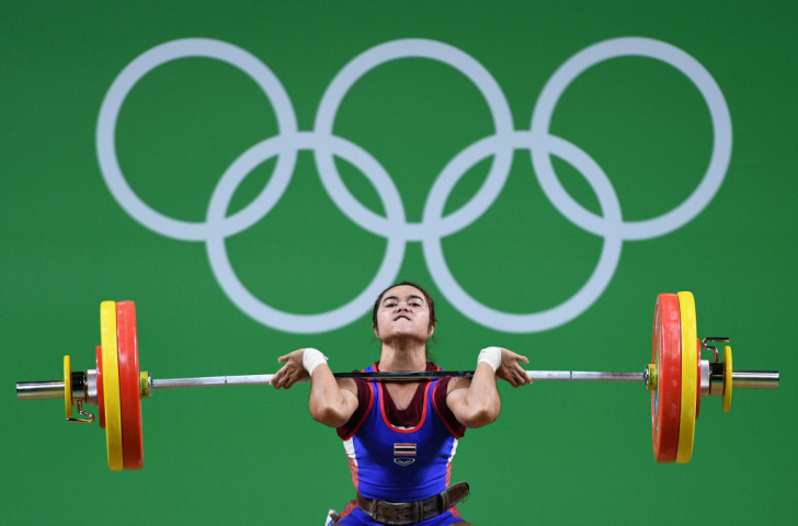 Sopita Tanasan of Thailand lifts for victory in the 48kg weightlifting final ©Getty Images