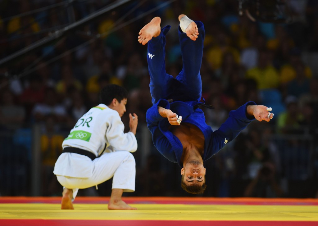 Fabio Basile performs a memorable celebration after winning the Olympic gold medal in the under 66kg ©Getty Images