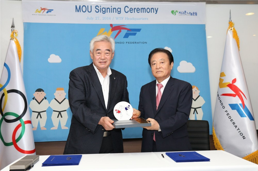 The agreement was overseen by WTF President Chungwon Choue and Myungkwang Park, chairman of Global Civic Sharing © THF