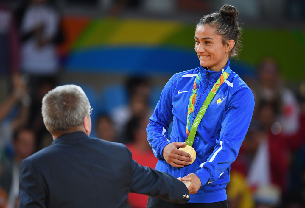 Majlinda Kelmendi was presented with her Olympic gold medal by IOC President Thomas Bach ©Getty Images