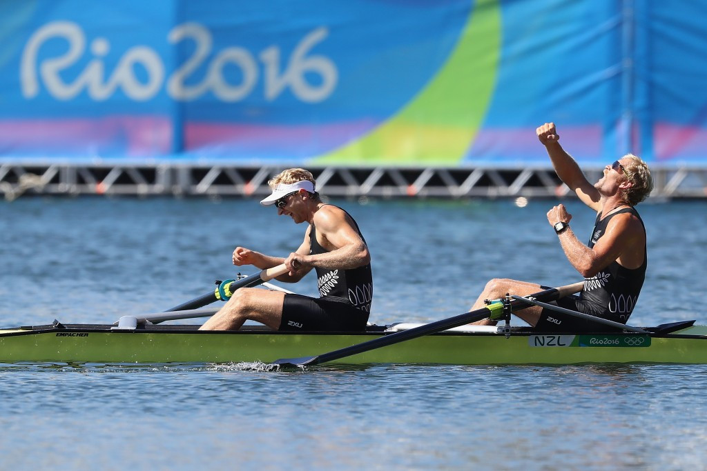 New Zealanders Eric Murray and Hamish Bond cruised to a second Olympic men's pair title ©Getty Images