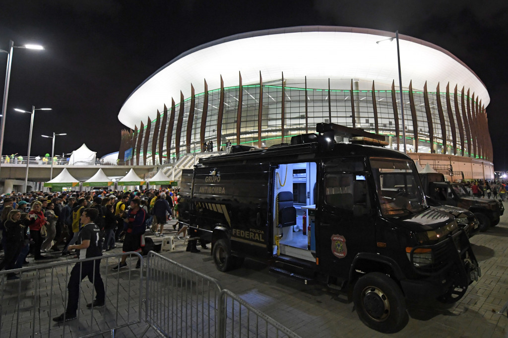 A bomb disposal unit arrives outside Carioca Arena 1 ©Getty Images