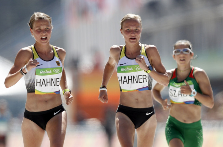 German twins Anna and Lisa Hahner finish together in a women's Olympic Marathon run in blazingly hot conditions ©Getty Images