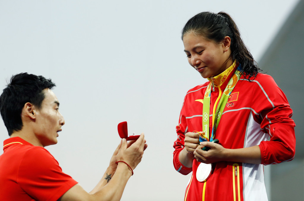 He Zi accepted a marriage proposal from boyfriend Qin Kai on the podium ©Getty Images