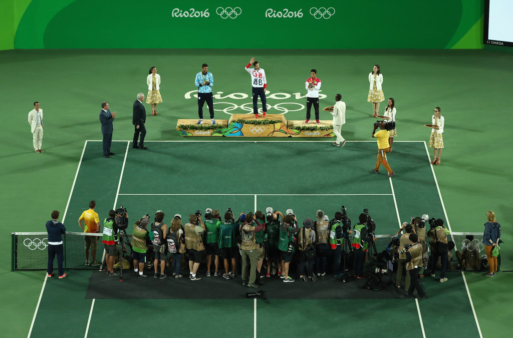 Murray wins thriller over Del Potro to become first player to win consecutive Olympic singles titles