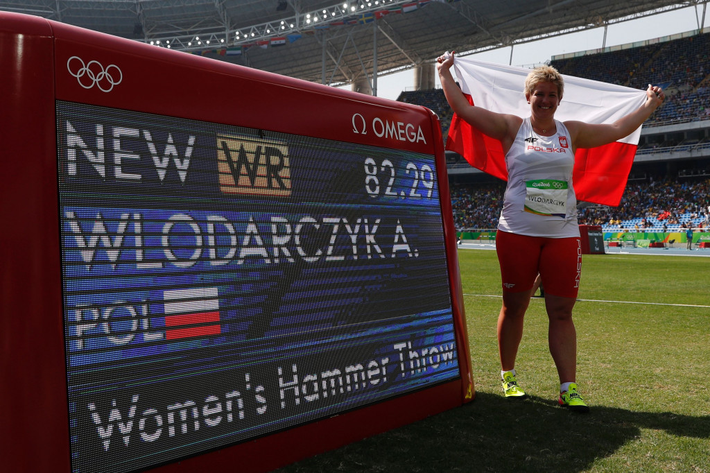 Anita Wlodarczyk celebrates her world hammer record of 82.29m in the Olympic Stadium ©Getty Images