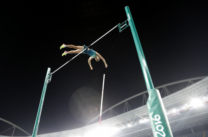 Thiago Da Silva clears an Olympic pole vault record of 6.03 metres to beat France's defending champion Renaud Lavillenie and claim a shock gold for Brazil at Rio 2016 ©Getty Images