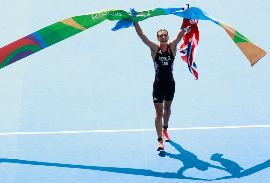 Alistair Brownlee beats brother to become first athlete to defend Olympic triathlon title