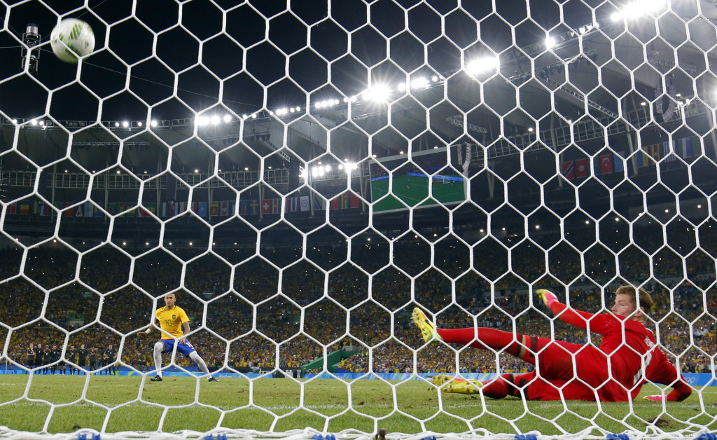 Neymar scores the winning penalty to cement his place in Brazilian legend ©Getty Images