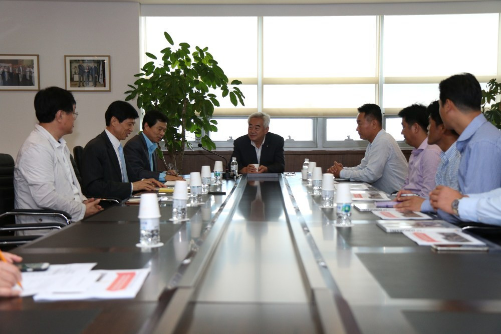 Korean taekwondo masters donate to Taekwondo Humanitarian Foundation to support work in refugee camps